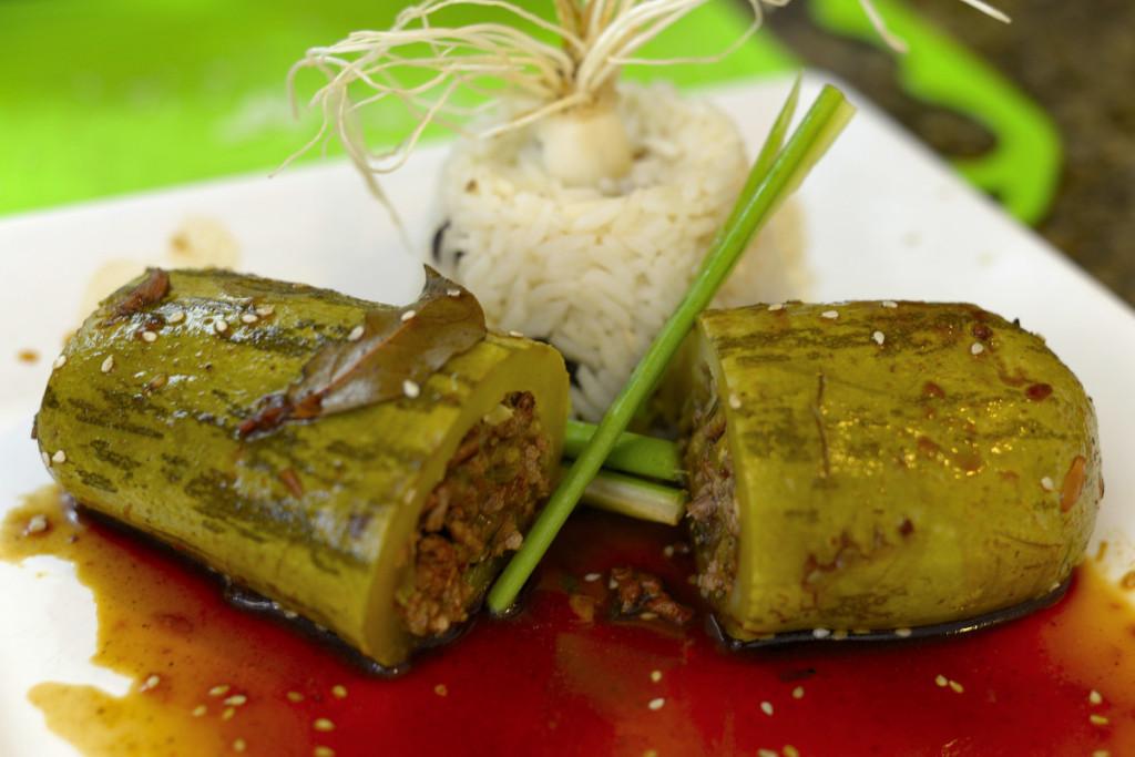 Abobrinha recheada com arroz de amendoas